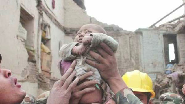 Baby rescued from rubble_46203