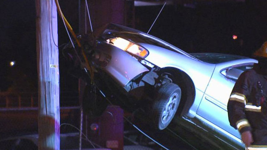 Woman crashed car on guy-wire_43466