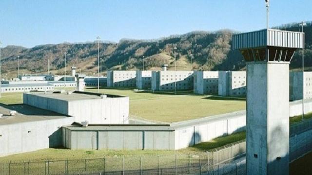 Prison Riot_66200