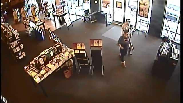 Clarksville shoplifters_252964
