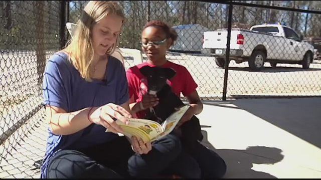 kids read to dogs_263978