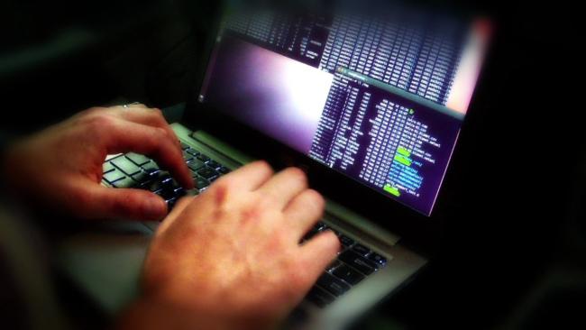 computer-virus-hacker_279979