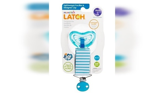Munchkin LatchTM lightweight pacifiers and clips_281893