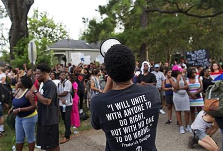 Protesters demonstrate a residential neighborhood in Baton Rouge, La._298345