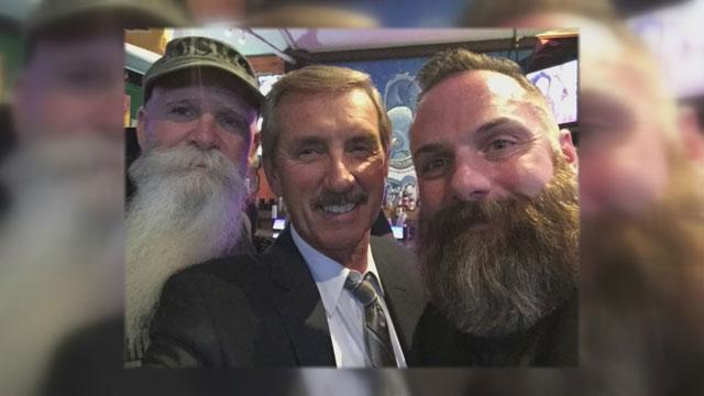 Bob Mueller judges beard competition_334640