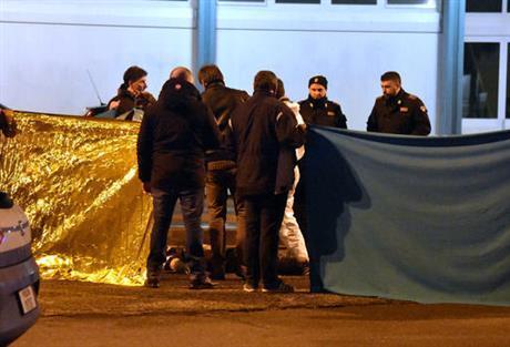 Berlin market suspect killed in shootout_347184