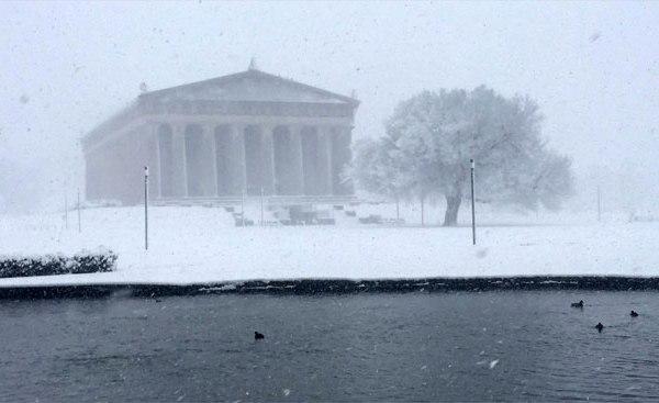 Parthenon in snow_251564