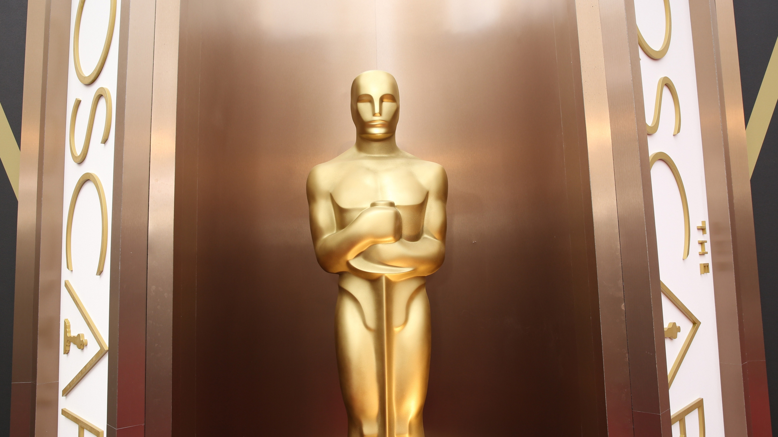 Oscar statue_376113