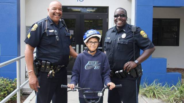 Police deliver new bicycle to boy robbed of lunch money_384347