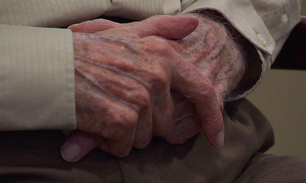 generic elderly person's hands_400524