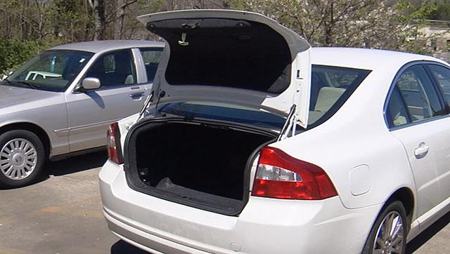 Trunk of car emergency release_398865