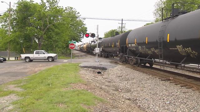 McGavock Pike train crossing_404877