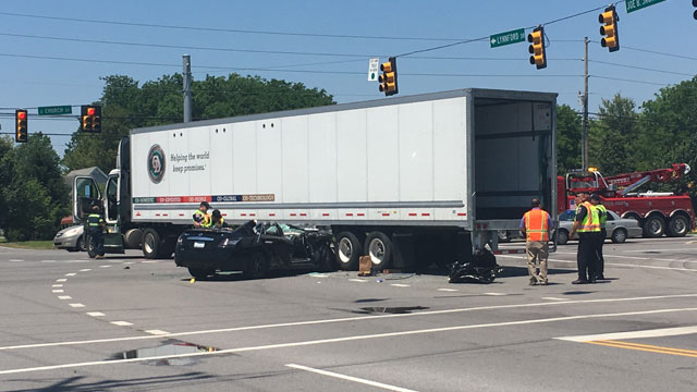 2 seriously hurt after car crashes into semi in Murfreesboro