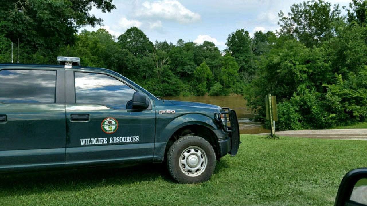 15-year-old girl drowns while kayaking on Duck River
