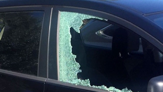 Car burglary car break-in generic_429146