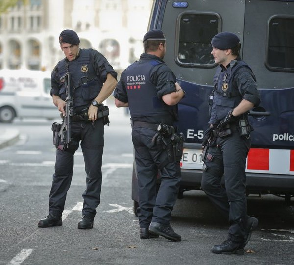 Spanish police Barcelona_435765