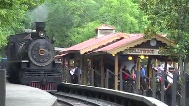 dollywood train_430905