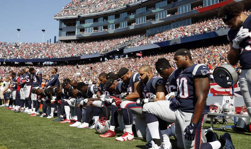 NFL players protest national anthem_446653