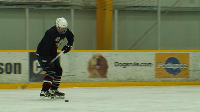 Bob Mueller plays hockey_441945
