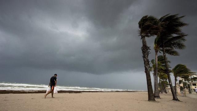 empty beach Hollywood, FL Sept. 9_442454