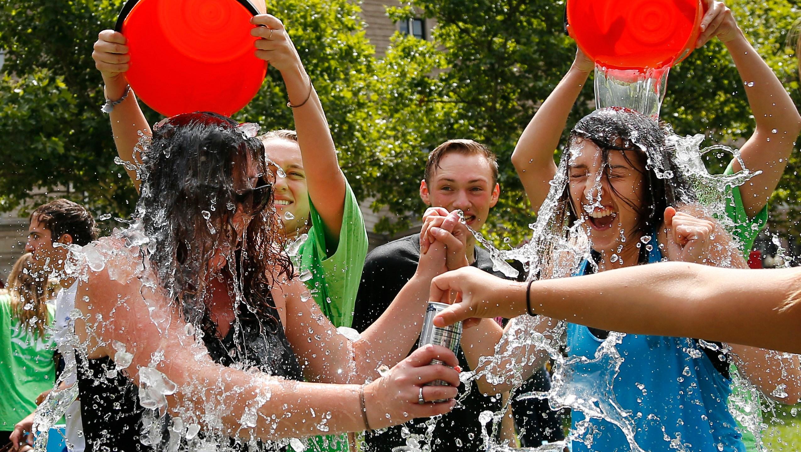 Ice Bucket Challenge-Gene_465199