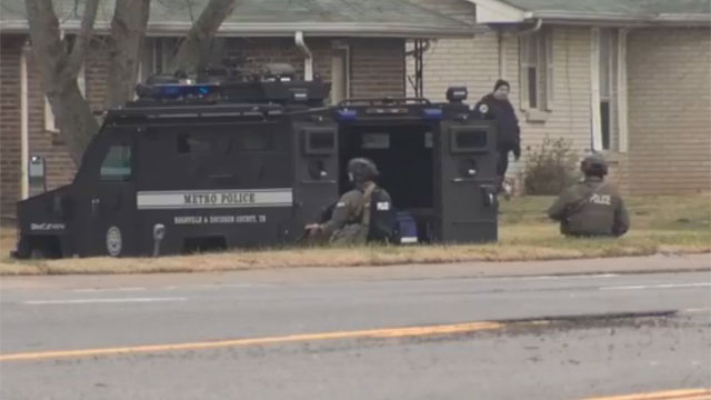 Lebanon Pike barricaded suspect_470801