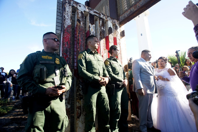 Park On U.S. - Mexican Border Opens Border Fence For Families And Friends To Visit Each Other_471354