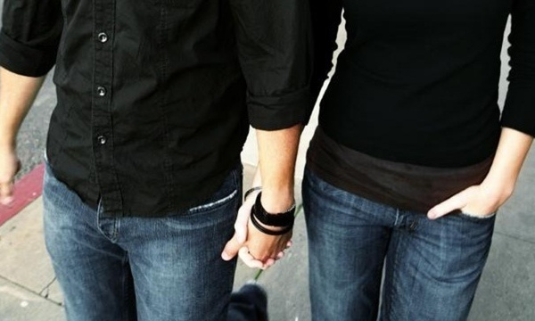 couple-on-date-holding-hands_1516226684903_334310_ver1-0_31950592_ver1-0_640_360_477805