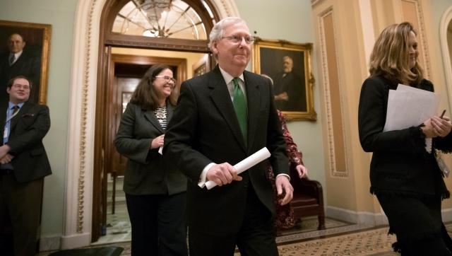 Budget Battle Mitch McConnell_483923