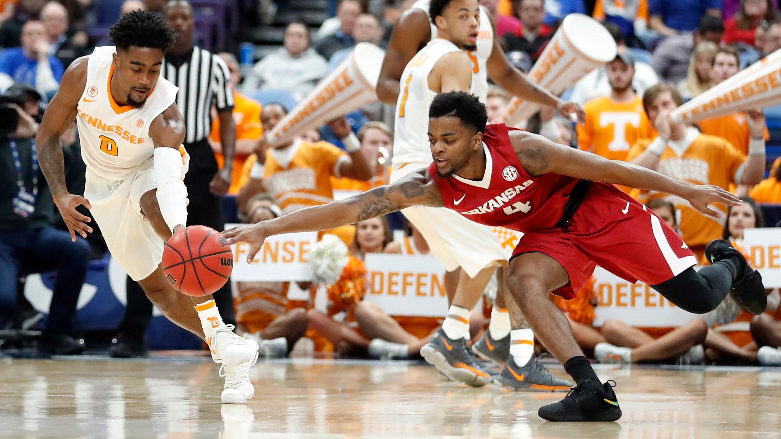 APTOPIX SEC Arkansas Tennessee Basketball_493355