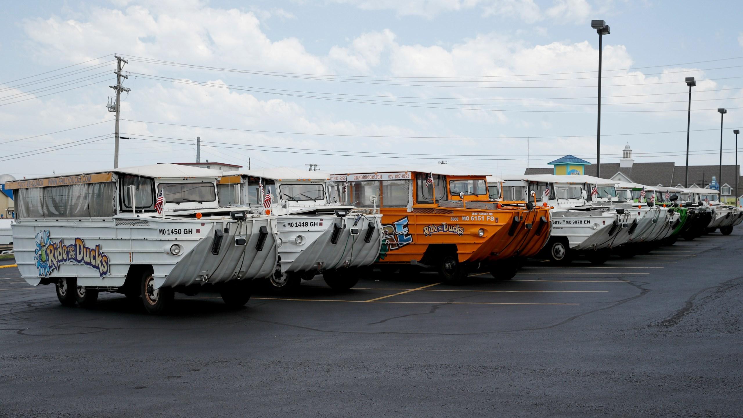 Missouri_Boat_Accident_Duck_Boats_13033-159532.jpg06028532
