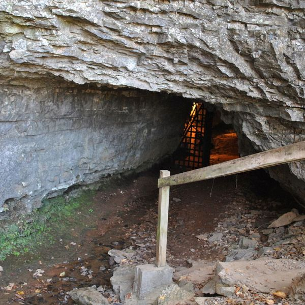1200px-Bell_Witch_Cave_1540492479695.JPG