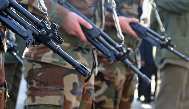 Army Soldiers with Guns Generic_74104
