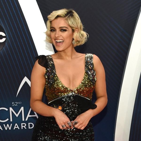 52nd_Annual_CMA_Awards_-_Arrivals_16918-159532.jpg07623000