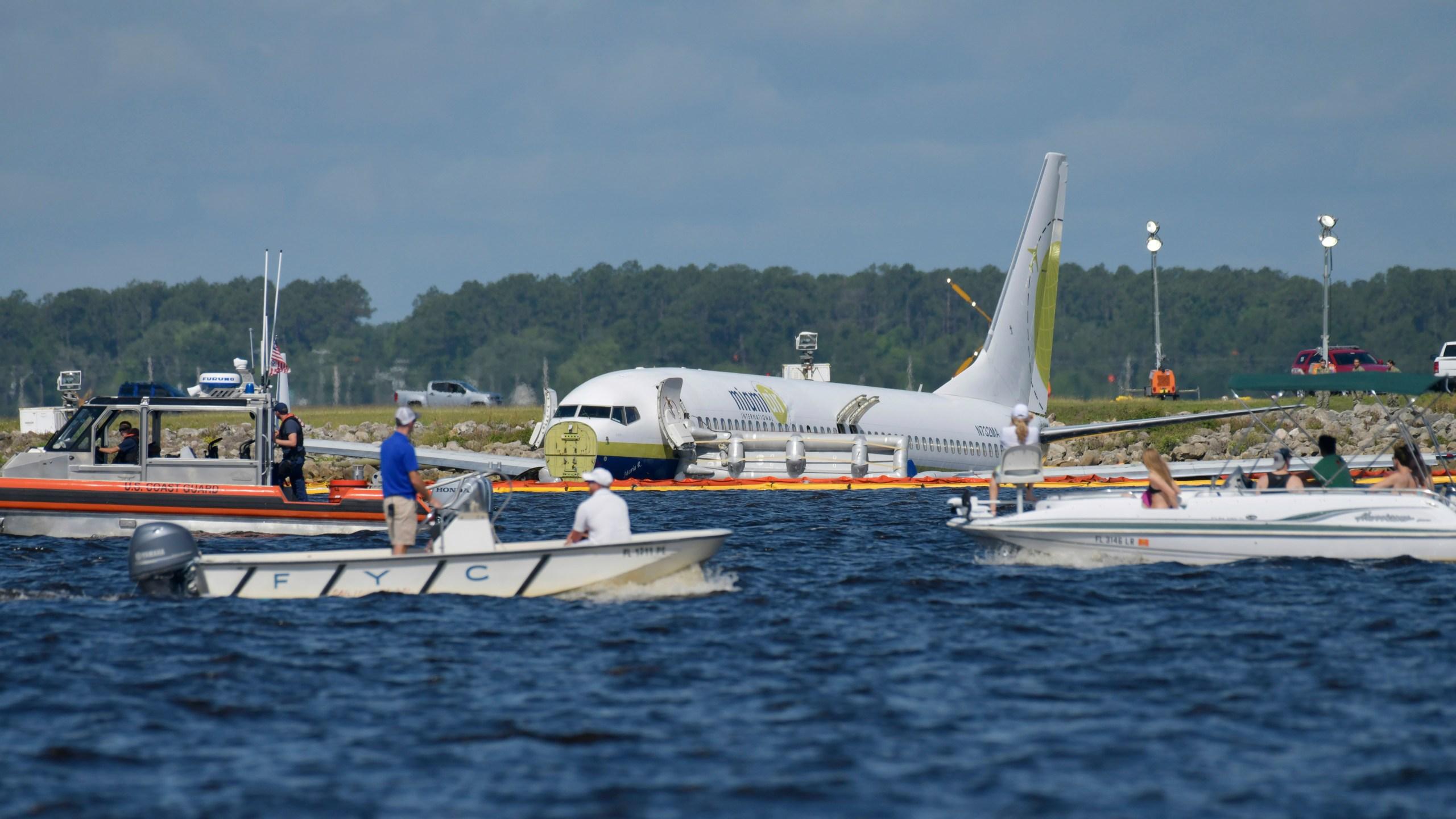 Plane_Crash_Florida_River_63641-159532.jpg06786103