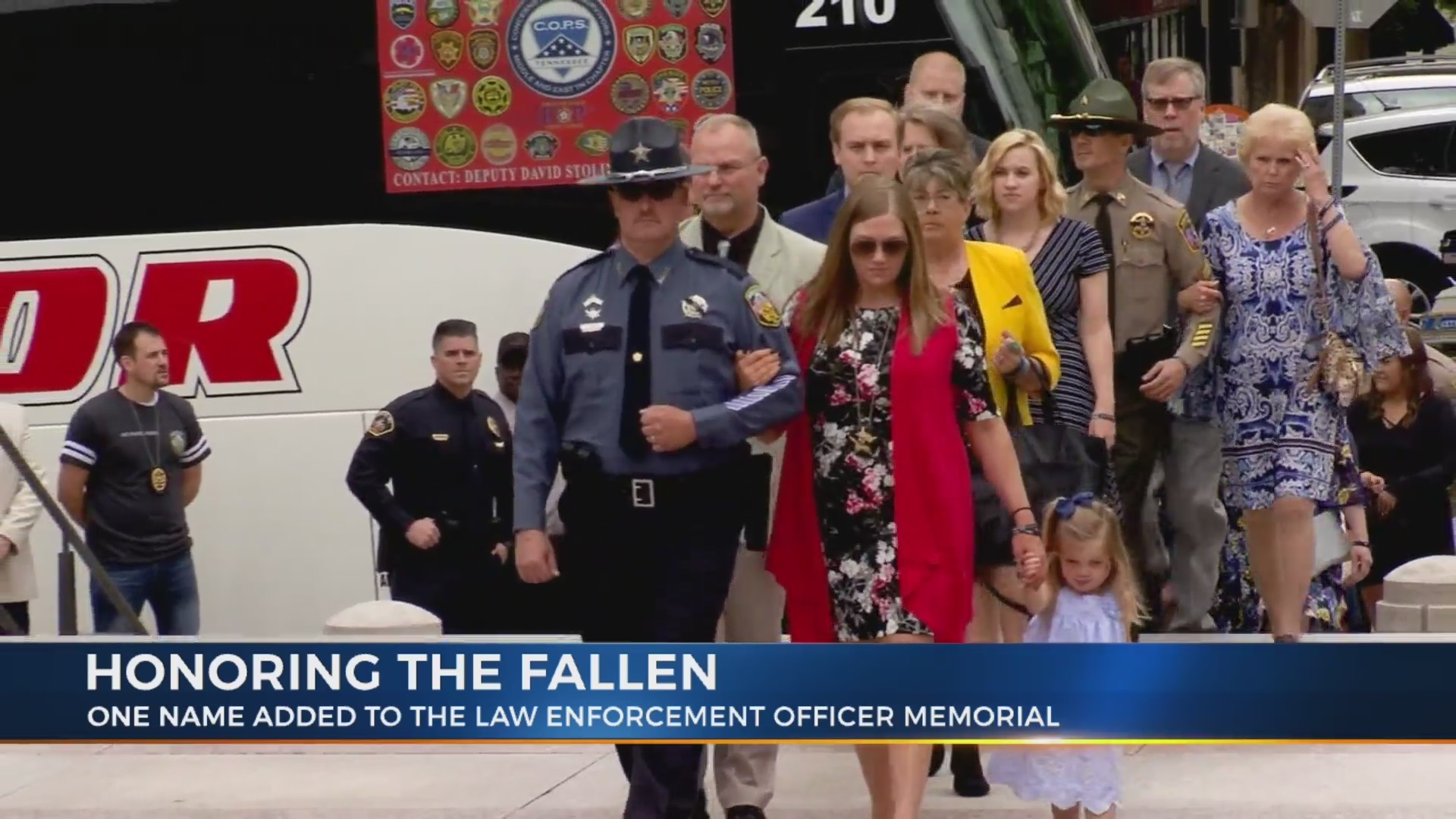 Powerful_memorial_service_for_fallen_off_0_20190511005054