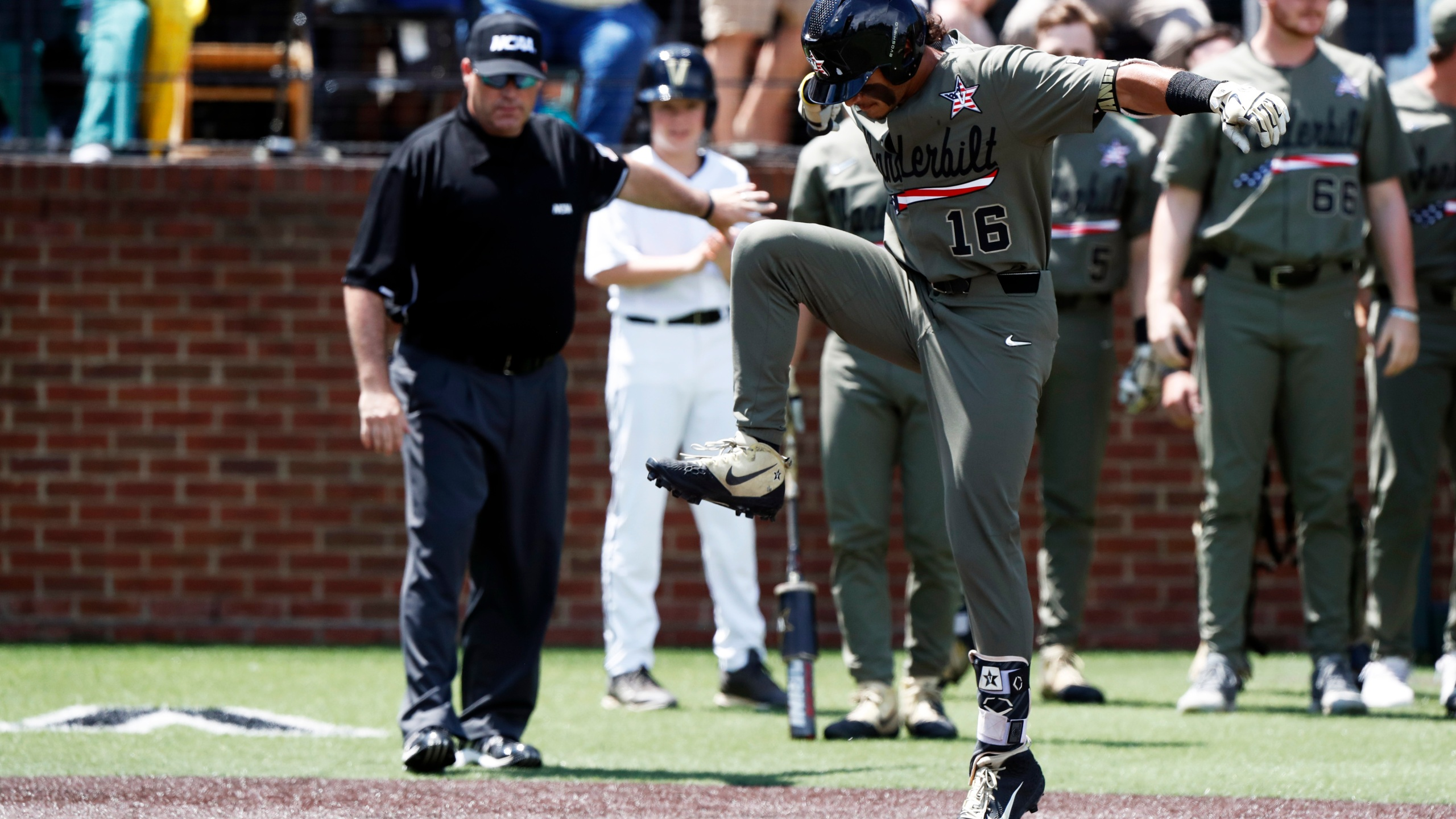 NCAA Duke Vanderbilt Baseball_1560132584873