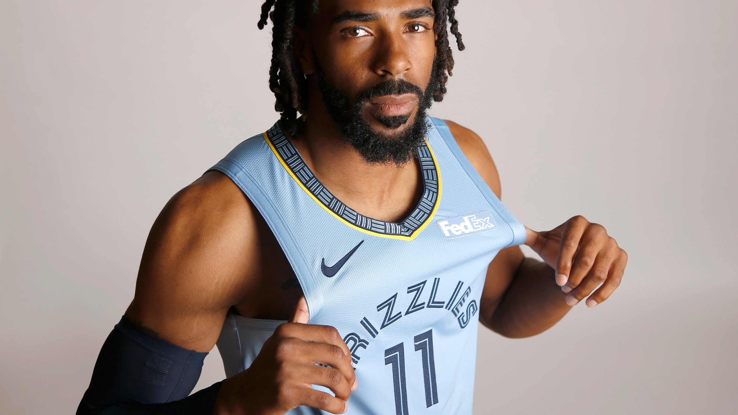 Grizzlies_Jazz_Trade_Basketball_78835-159532.jpg38667099