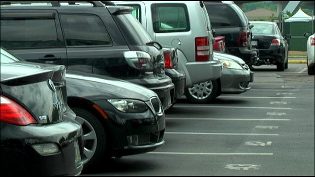 Cars in parking lot_32757