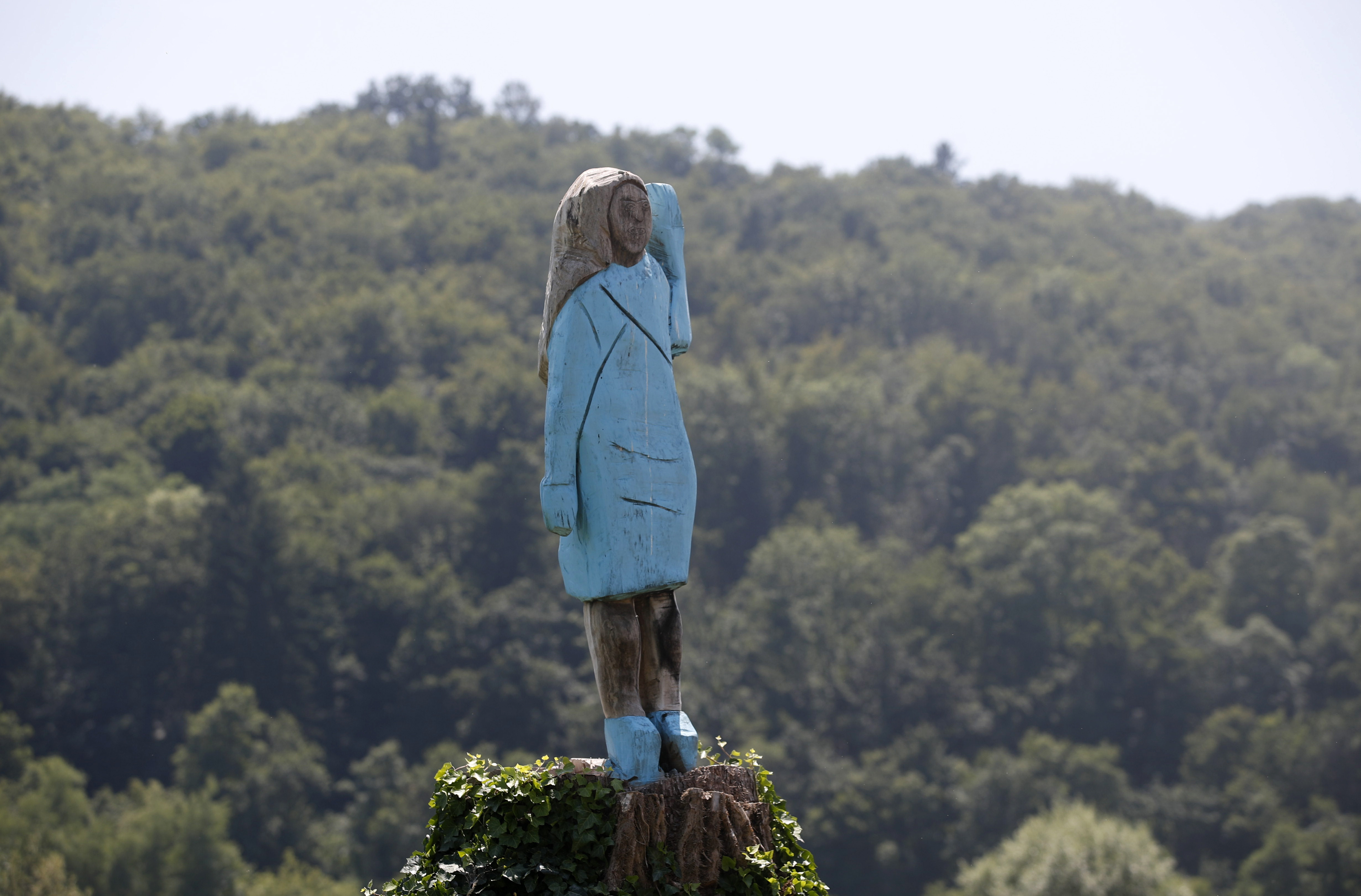 Melania Trump Depicted In Wooden Statue In Native Slovenia Wkrn News 2