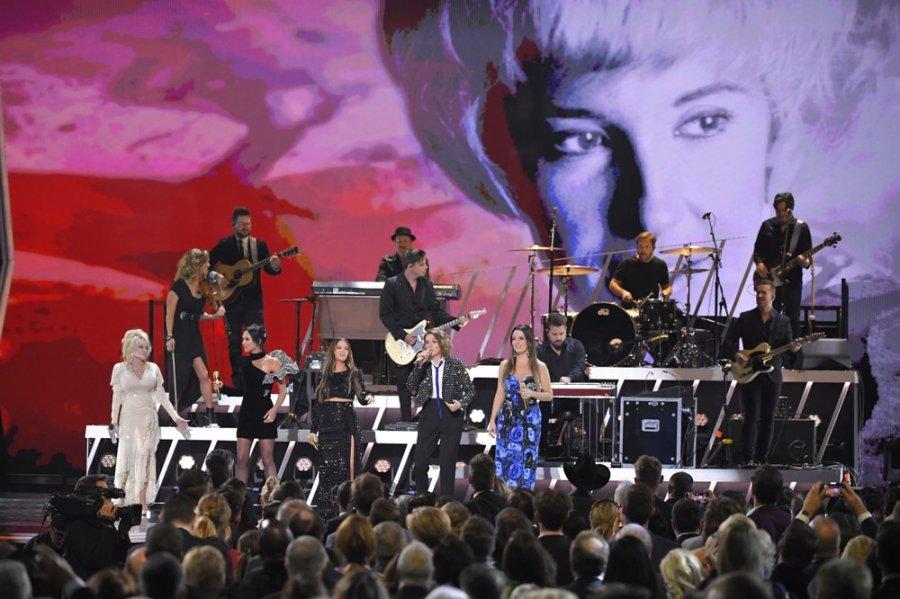 Dolly Parton 53rd CMAs