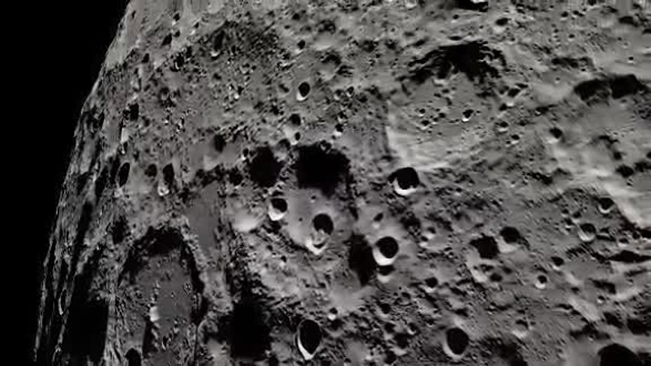NASA gives 3-D view of 'Apollo 13' moon