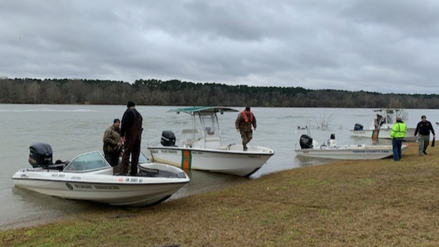 Pickwick Lake search for boaters