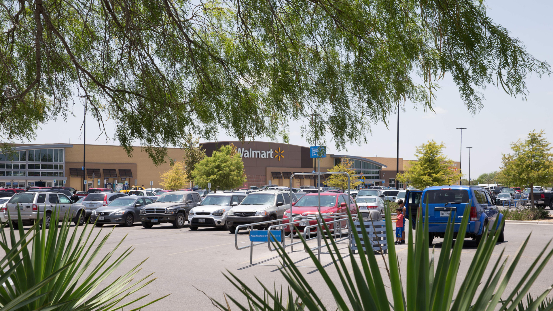 Walmart turning 160 of its parking lots into drive-in theaters ...