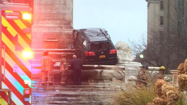 Buffalo monument crash