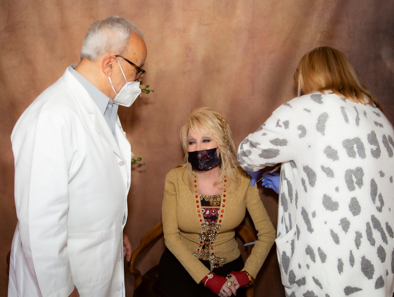 Dolly Parton receives 2nd dose of COVID-19 Moderna vaccine