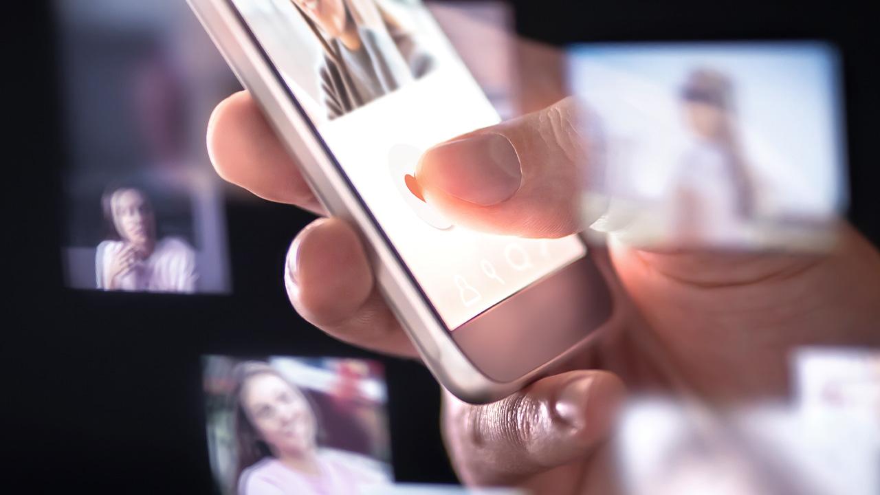 Cellphone photo stalker