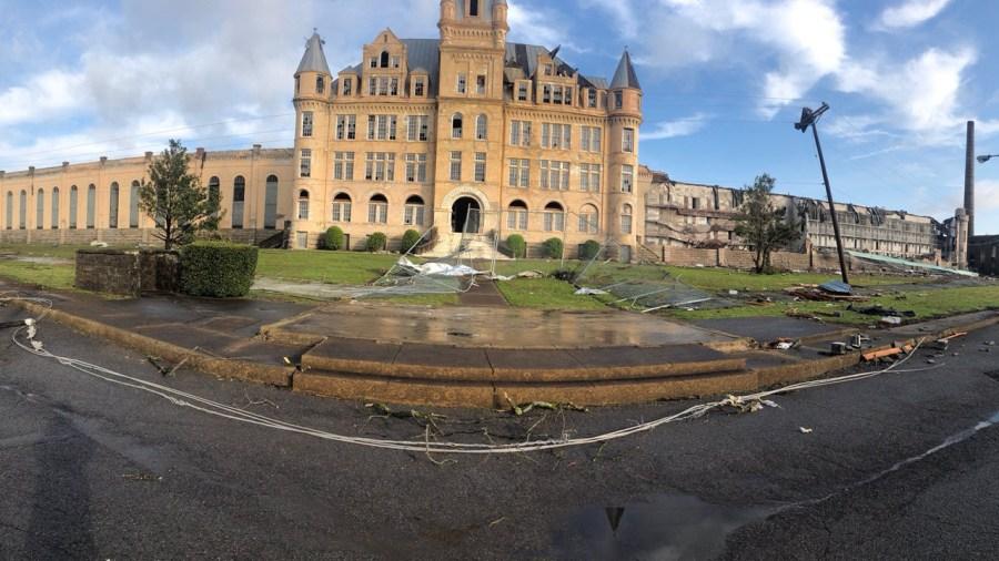 Tornado damage to TN state prison